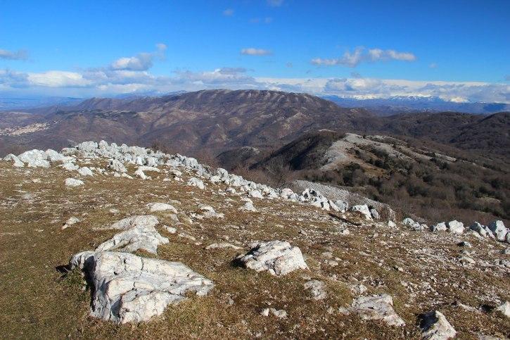 La struggente vista dalla vetta del Monte Gennaro verso il Monte Pellecchia