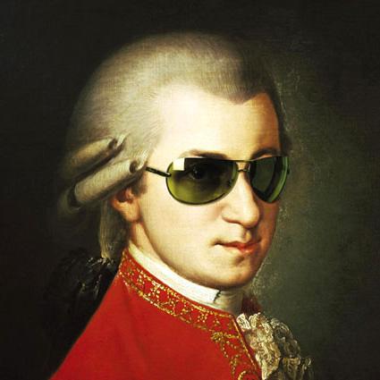 Wolfgang Amadeus Mozart, indossa per burla gli occhiali del Cafone